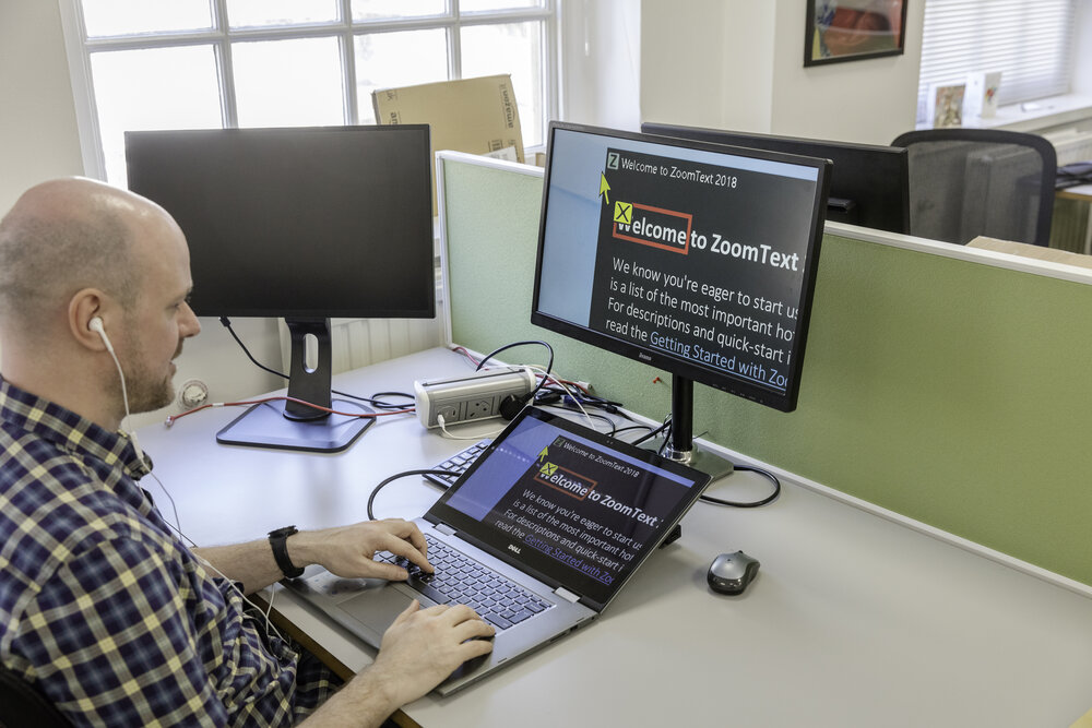 White man using Zoomtext on a computer