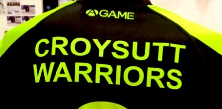 Croysutt Warrior player with his back to the camera, wearing his black and fluorescent green shirt.